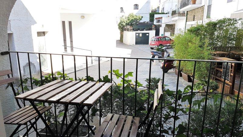 (P2.PB) DRÔLE ET À 1 MINUTE DE LA PLAGE, alquiler de vacaciones en Cadaqués