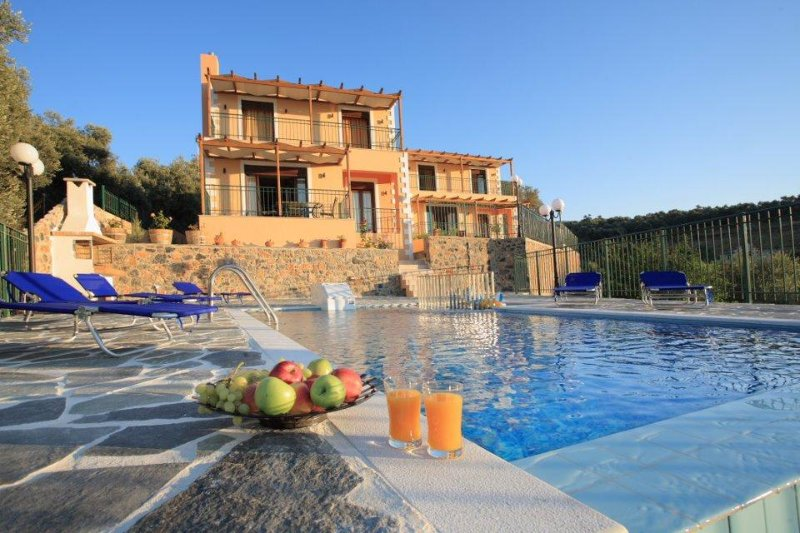 Themis Villa, vacation rental in Pikris