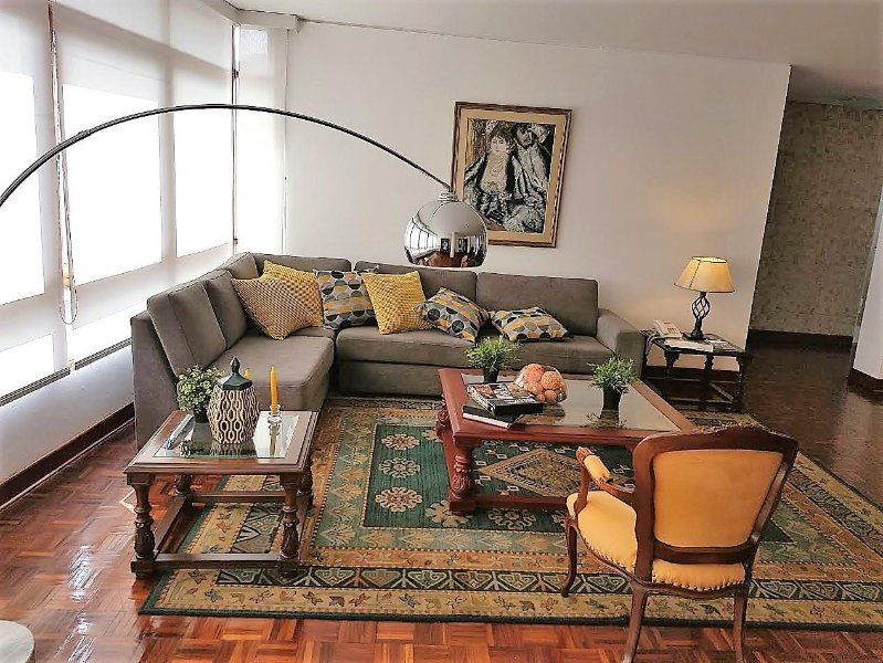 Dept. spacious, excellent location in San Isidro, Lima.