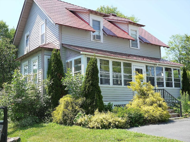 Periwinkle Cottage - classic comfort in the heart of the village of Bar Harbor, holiday rental in Bar Harbor