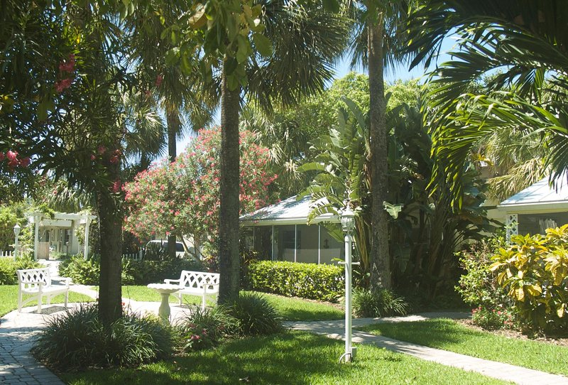 Historic for the area, these were the 1st resort cottages when everything else was pineapple fields.