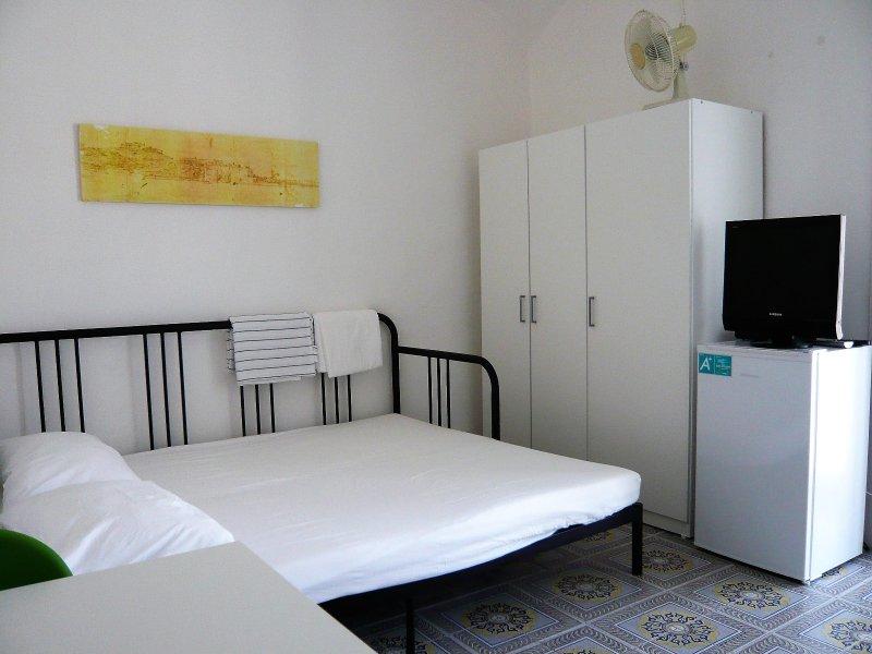 B&B autonomo in palazzo storico centrale a 15 minuti dal centro di Napoli, vacation rental in Marigliano