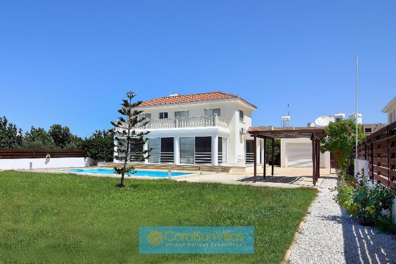 High quality villa in the Heart of Coral Bay, Large private pool, Peaceful area, vacation rental in Peyia