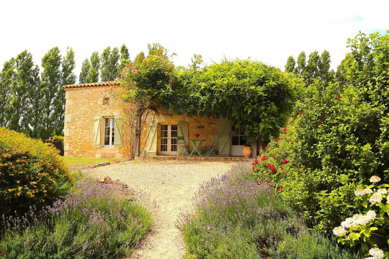 The Cottage, holiday rental in Manzac-sur-Vern