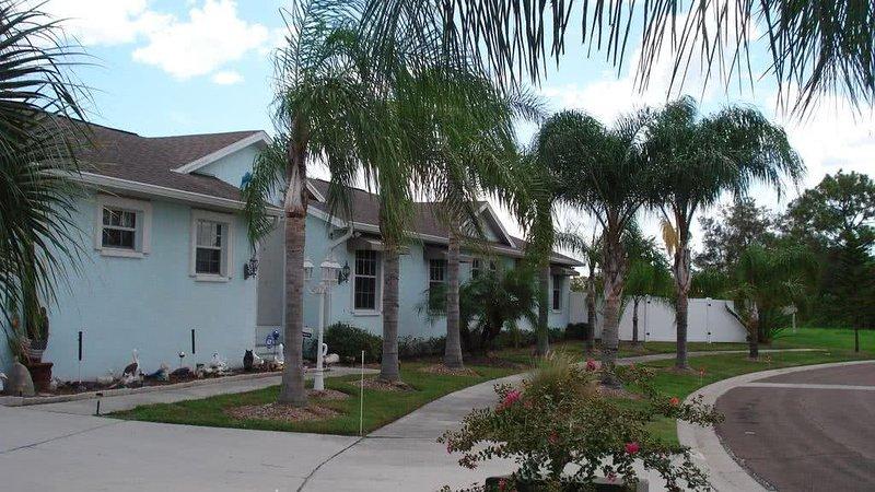 Trois Bd Rm House, House 2 Allée de voitures, Garage Propriétaire, Gated cour à droite, magasin RV, bateau ou en voiture.
