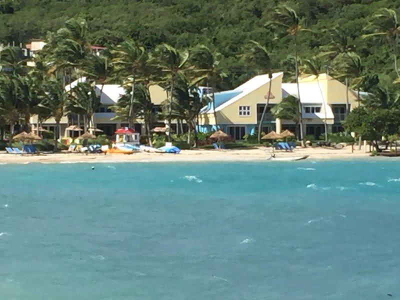 New Rental- East End, Immaculate 3Br Villa, 1 min walk from Margaritaville Beach, vakantiewoning in Tutu
