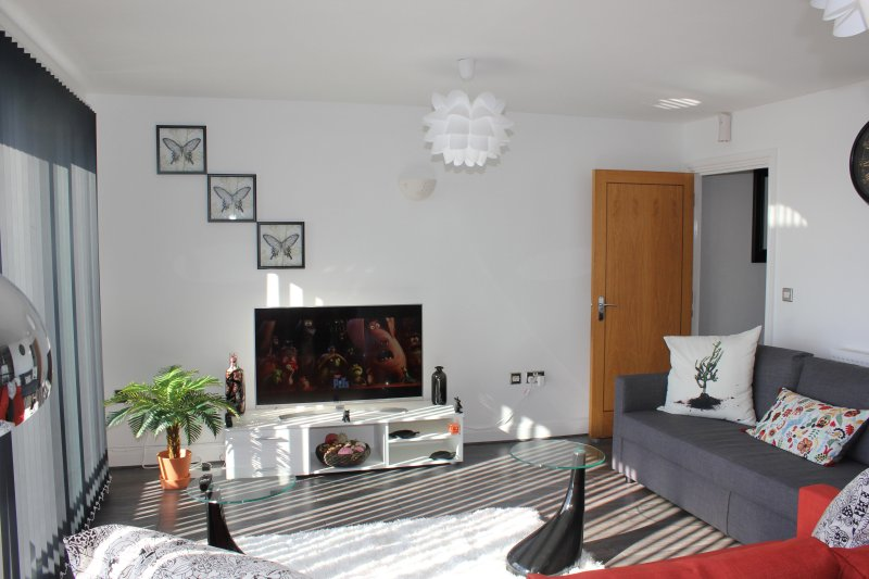 Miles Close Two Bedroom Apartment, holiday rental in Barking