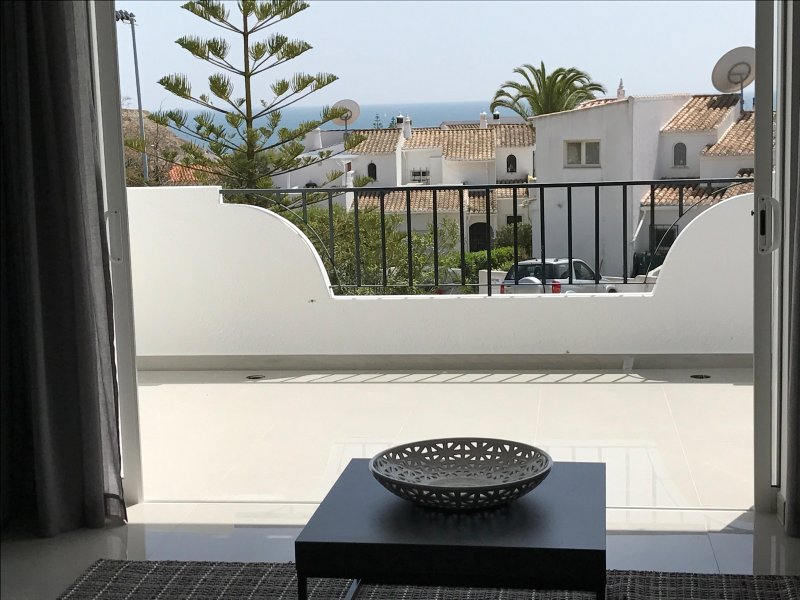 ATLANTIC VIEW MODERN DUPLEX APARTMENT WITH PLUNGE POOL, holiday rental in Espiche
