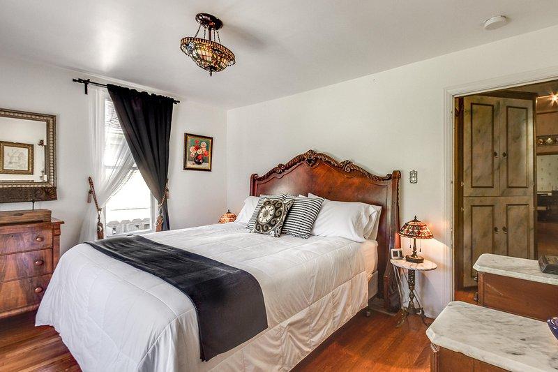 roi de style hôtel spa confortable grand lit.