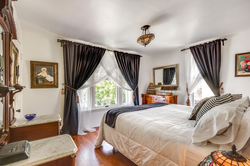 King Size Bedroom- Great View of Gardens