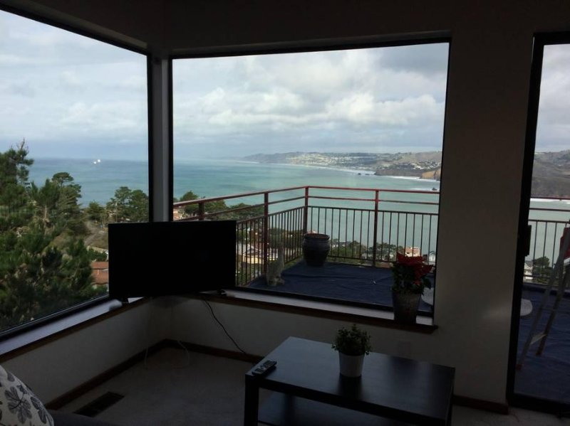 1Bed/1Bath Penthouse-SF OCEAN VIEWS-Pedro Point/Pacifica, holiday rental in Moss Beach