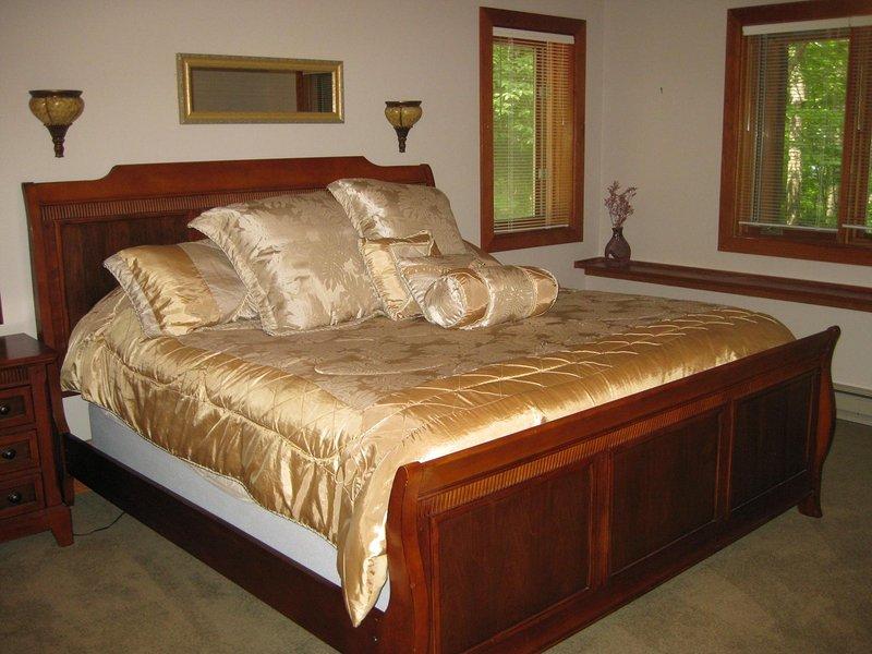 beneden kingsize bed