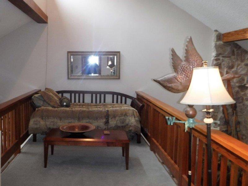 Bovenste verdieping slaapkamer op de vliering met een tweepersoonsbed