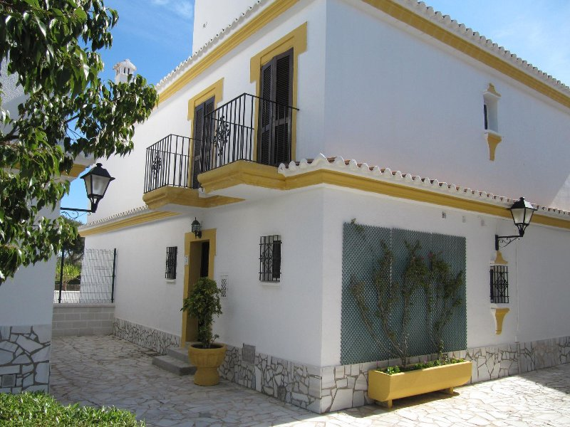 Beautiful family house 40 meters from the beach