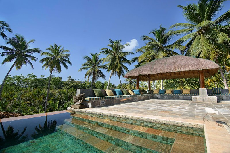 Kumara Luxury Villa, Max 8 - 6 Adults & 2 Children, vacation rental in Makandura