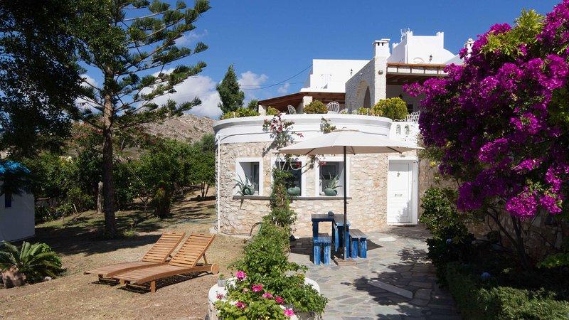 Bright House with Garden & Sea View in Parikia, Paros, holiday rental in Agios Charalampos
