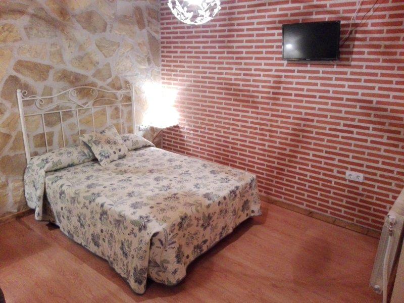 Apartamento rural para 3 personas cerca de Avila, holiday rental in Vega de Santa Maria