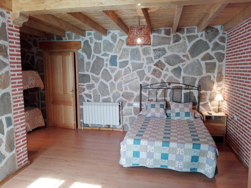 Apartamento rural para 4 personas cerca de Avila, holiday rental in Vega de Santa Maria