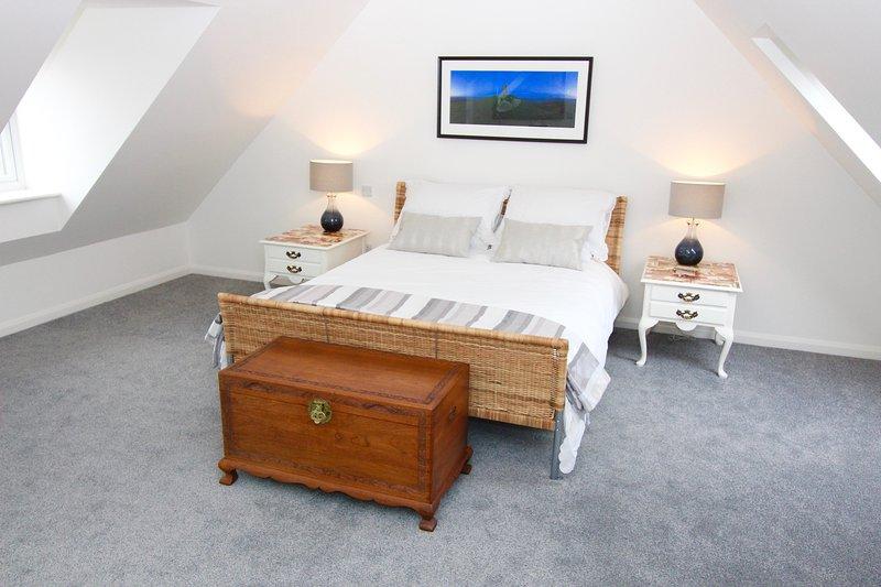 Very spacious bright kingsize bedroom