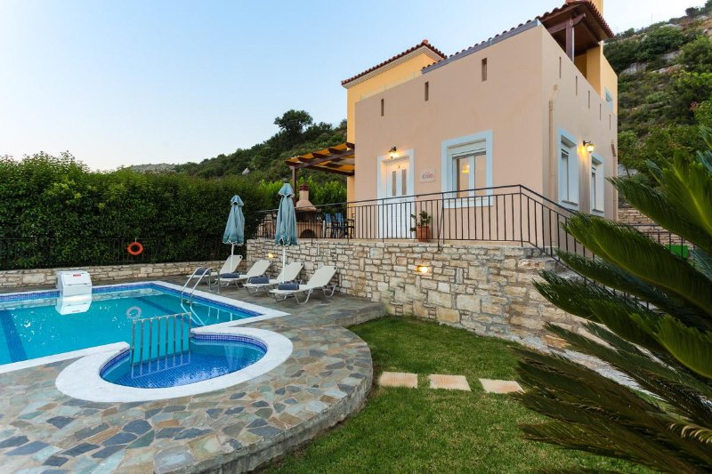 The 370 m2 outdoor spaces around the Villa, invite you to enjoy the whereabouts!