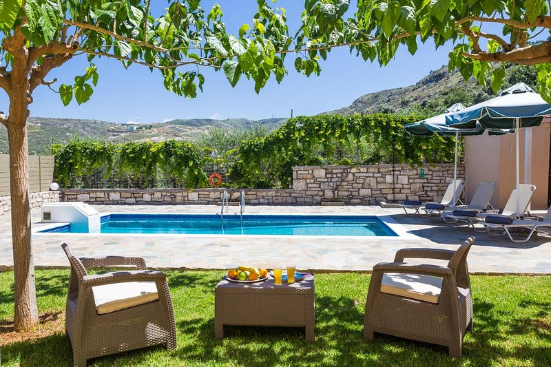 Villa Danai has a 25 m2 private swimming pool, 0.30-1.35 meters deep, for you to enjoy!