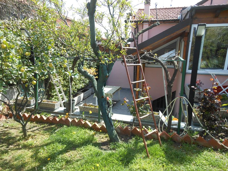 appartamento in villa bifamiliare, vacation rental in Diano Marina