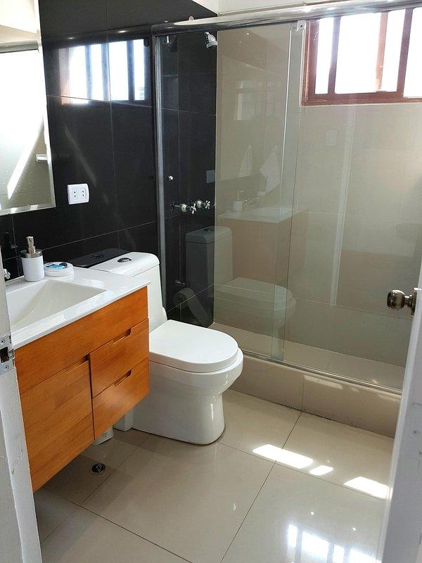 Bathroom, 2nd bedroom