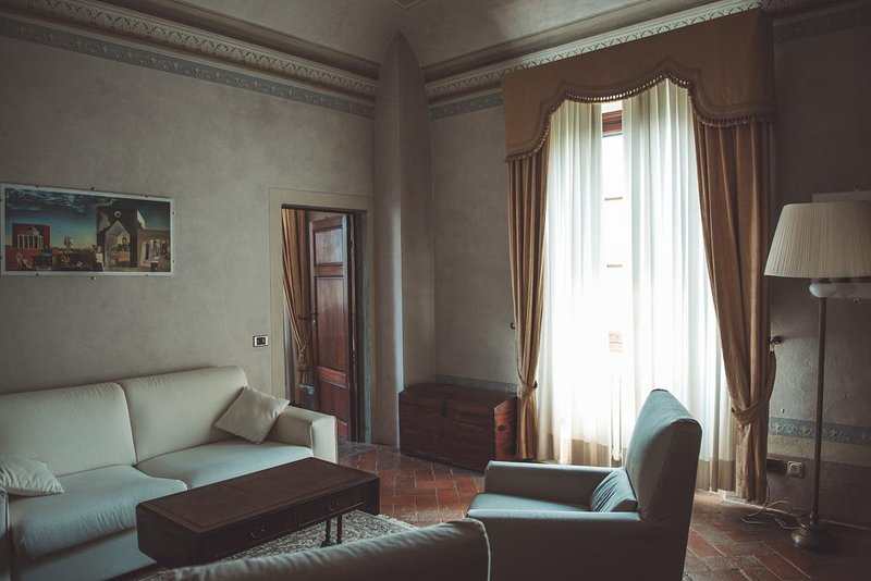 JUNIOR SUITE 4 BEDS in old Villa 15 mins from Pisa International Airport, location de vacances à Navacchio