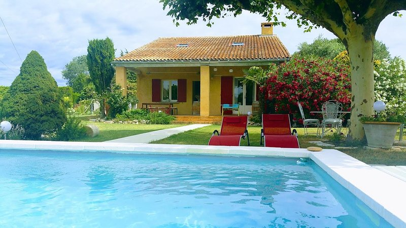 POOL AND BEAUTIFUL SUMMER at 5 km from L'Isle sur la Sorgue