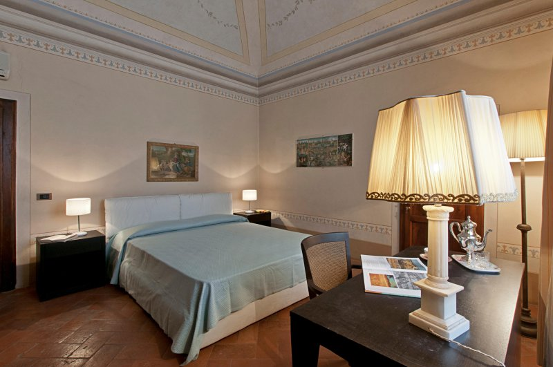 DOUBLE ROOM MOUNT SIDE in old Villa 15 mins from Pisa International Airport, location de vacances à Navacchio