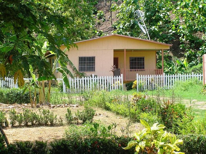 Rural wooden 4BR Farmhouse inside a private gated community. Safe and secure. Close to Curu, Beaches