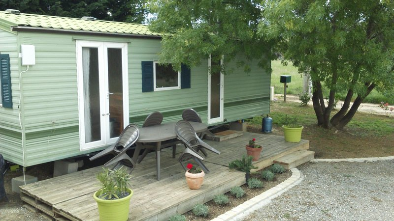Lovely Mobile home, holiday rental in Lezan
