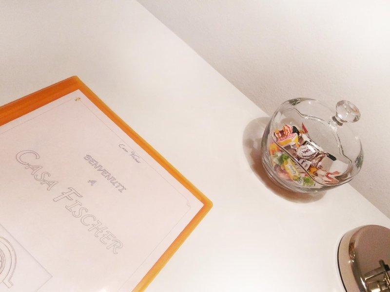 O manual da casa e alguns doces, sentir sempre mimado ...