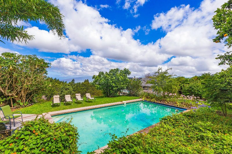 Private Home w/ Pool; Fruit Trees & Coastal Views, Near Haleakala National Park!, alquiler de vacaciones en Makawao