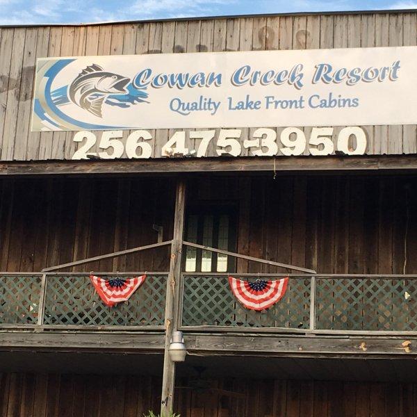 Cowan Creek Resort, casa vacanza a Cedar Bluff