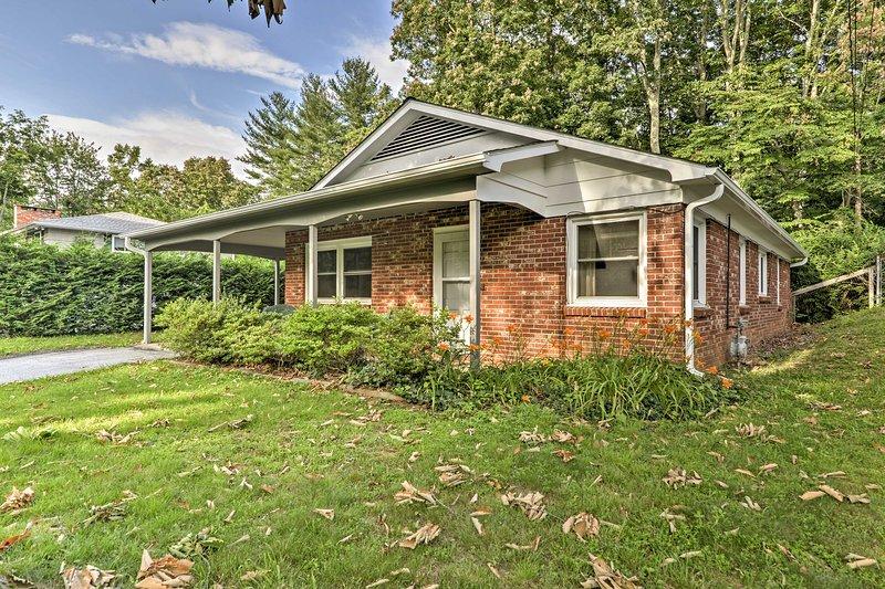 Cette maison Arden est située dans un quartier paisible au sud d'Asheville.
