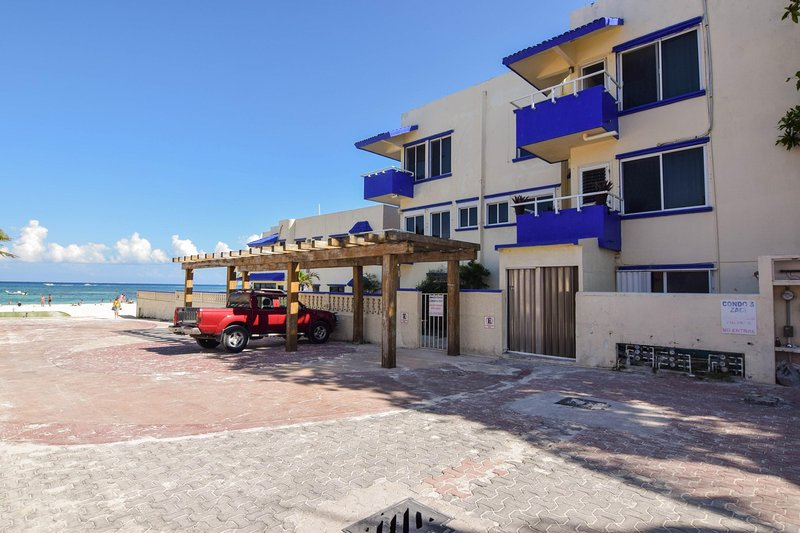 Condo's Zaci, right on the beach with private parking spaces in front