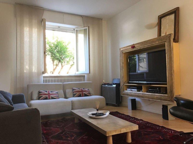 Luxury apartment TrentHouse, holiday rental in Porto San Giorgio