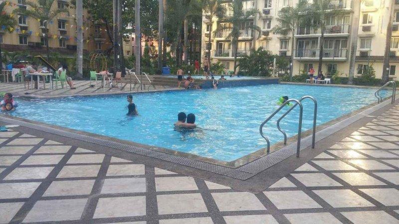 piscina olímpica al aire libre para su disfrute.