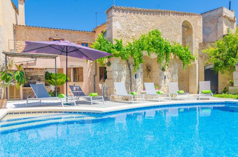 SA CASA VELLA - Villa for 8 people in Vilafranca de Bonany, holiday rental in Vilafranca de Bonany