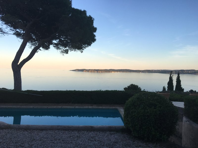 Amazing Frech Riviera villa with private pool, garden and St Tropez view, sleeps 7, holiday rental in Sainte-Maxime