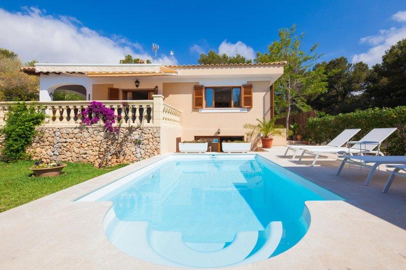 CASA PASEO PLATON, vacation rental in Cala Mandia