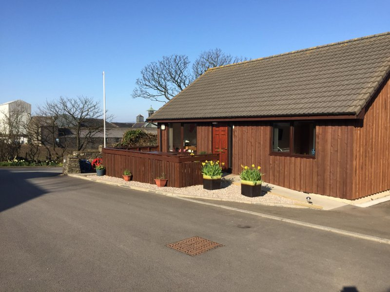 No 1, bright and spacious Kirkwall accommodation, holiday rental in Orphir