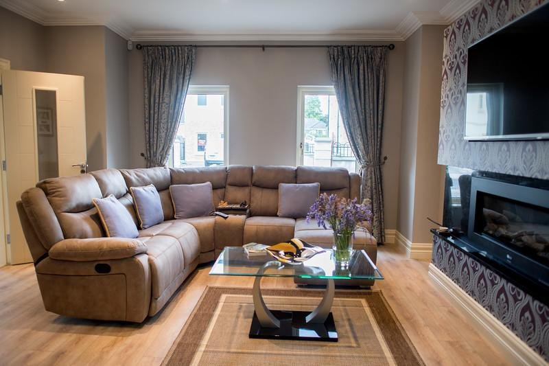 Hotel Luxury steps to the Town Centre, holiday rental in Kilcummin