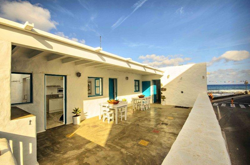 La Casa Las Salinas, Galana - Su casa costera a metros del mar, vacation rental in Punta Mujeres