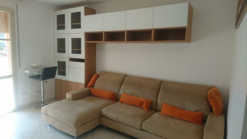 Appartamento con terrazza e posto auto privato coperto..., vacation rental in Livorno
