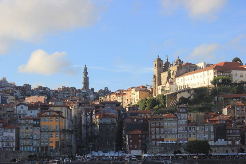Vista de la Ribeira, junto al río histórico barrio de Oporto
