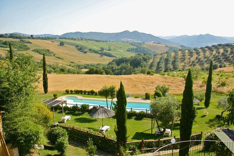 Agriturismo con piscina e terrazza ( ap. IL LECCIO), casa vacanza a Montecerboli