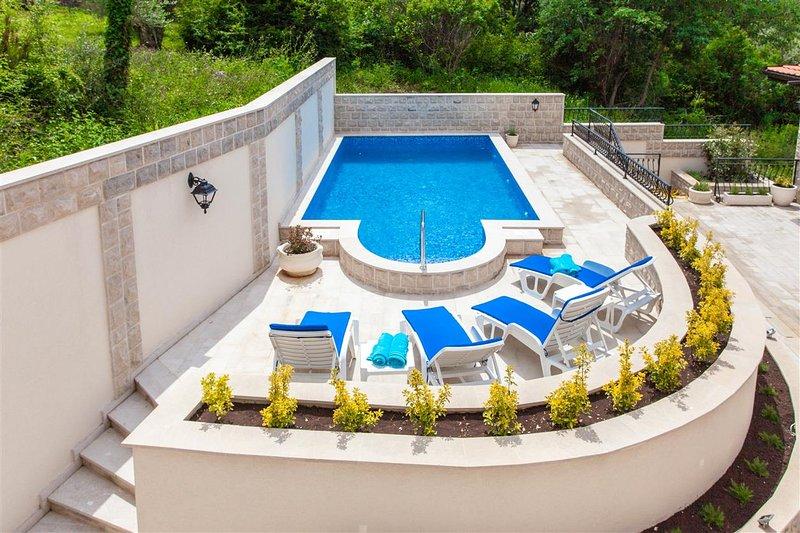 1-bedroom apartment on Kamenovo beach 3, holiday rental in Przno