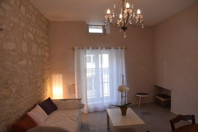 lounge area - kitchen